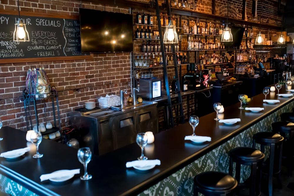 Main Inside Bar